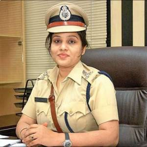 IPS officers D Roopa